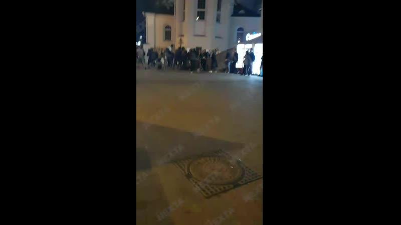 Титушки из банды Карпенкова жёстко задерживают и избивают людей