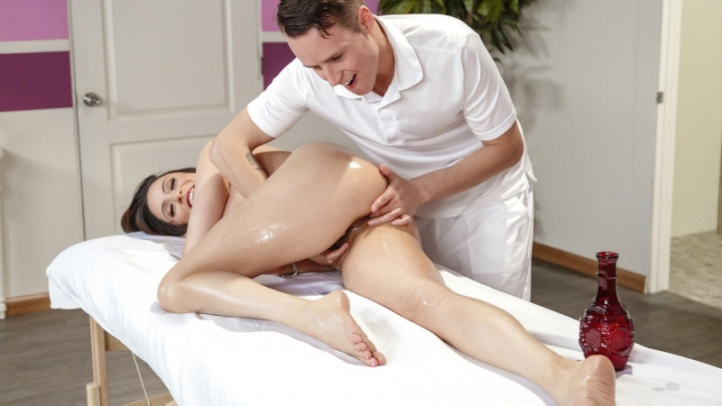 Pflegerin Mopse Schoen Massage