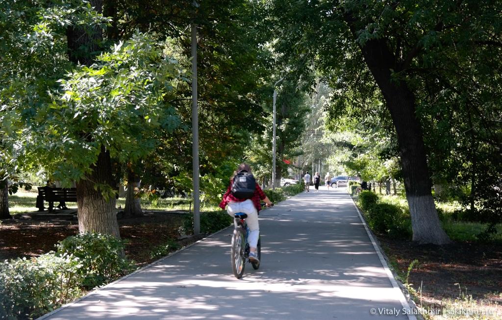 Бульвар на Астраханской улице, Саратов