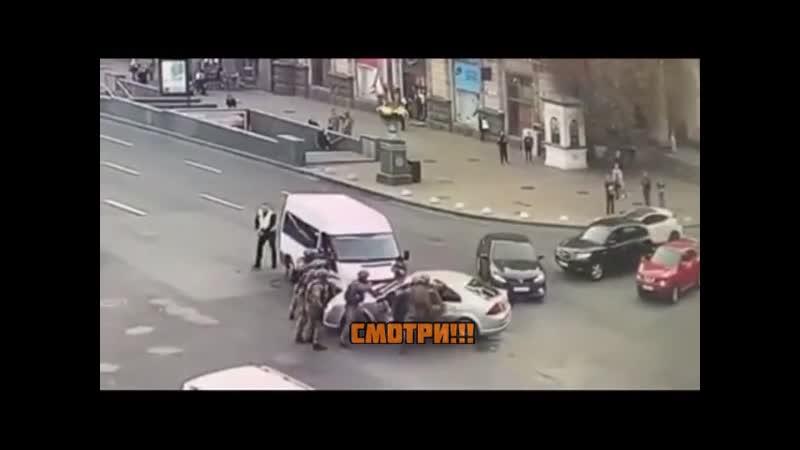 В Киеве на Крещатике произошло эффектное задержание