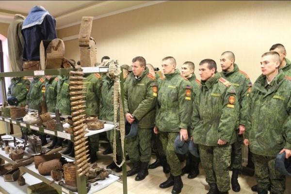 Офицер ВСУ представил фото курсантов в неподконтрольном Донецке