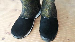 Валяные сапожки на молнии с прочным носком и пяткой.
