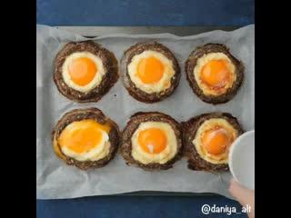 Котлеты с яйцом и сыром