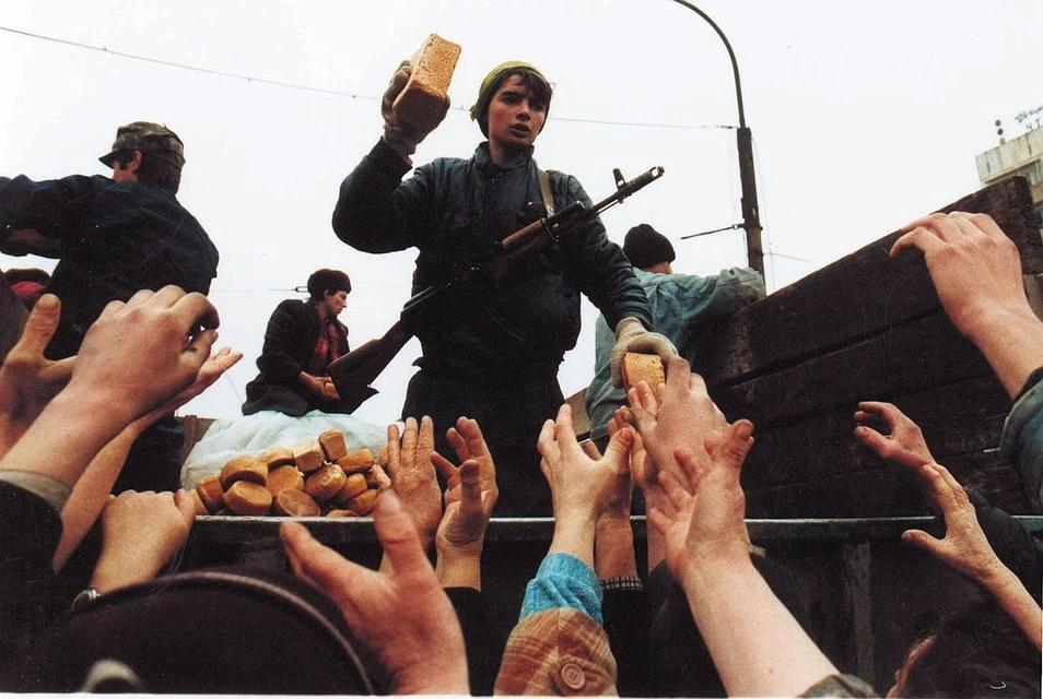 Чеченцы уезжали в села к родственникам. Воды в городе не было. Фото: Владимир ВЕЛЕНГУРИН