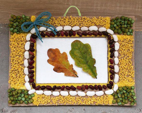 ОСЕННИЕ ПОДЕЛКИ ИЗ ПРИРОДНОГО МАТЕРИАЛА Осеннее панно из картона, крупы и засушенных листьев.