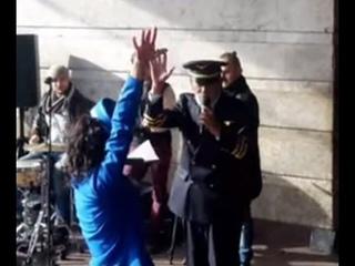 Вахтанг Кикабидзе спел в метро в Киеве