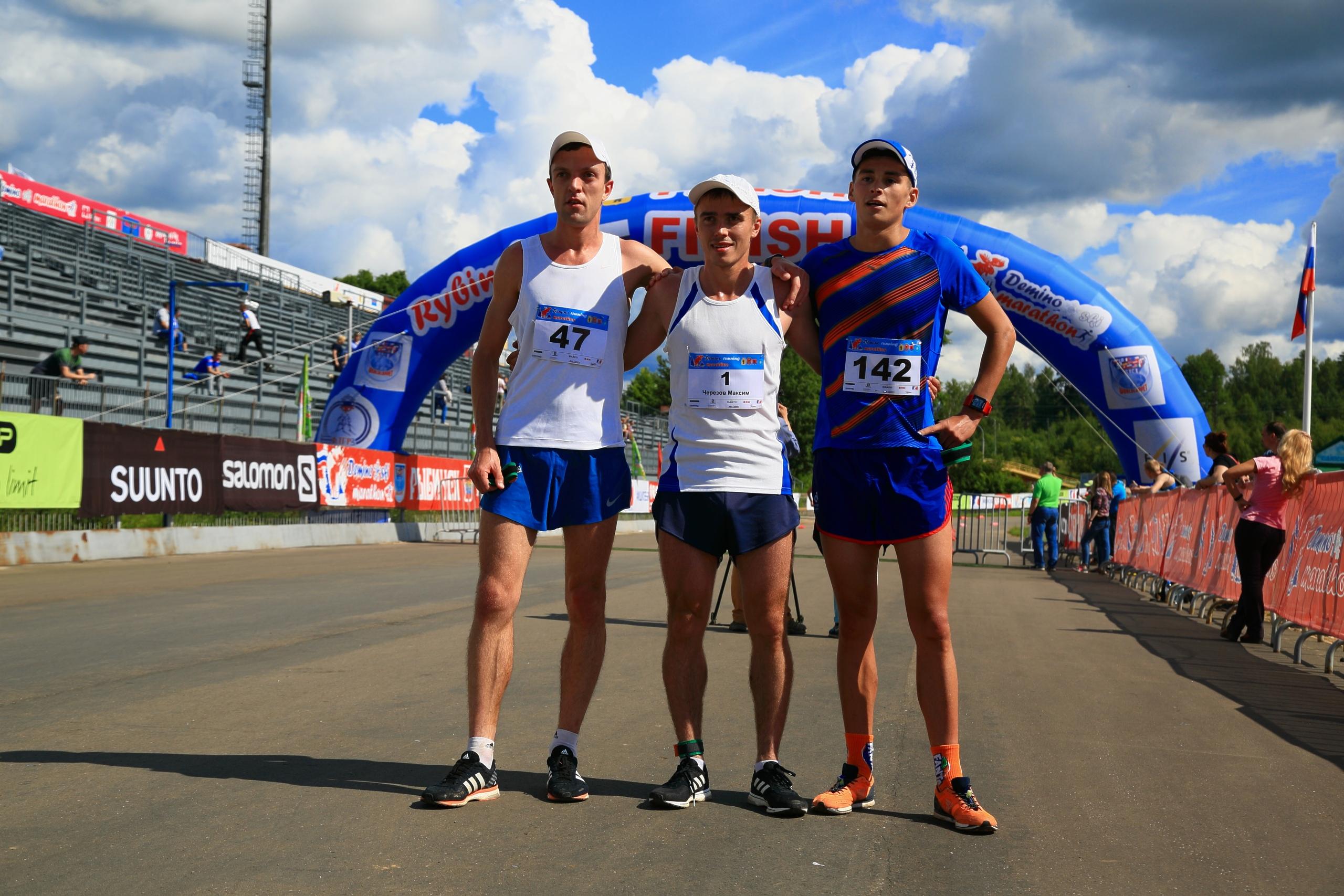 Фото победителей. Дёминского кросс-кантри бегового полумарафона 2019. На финише 21 км