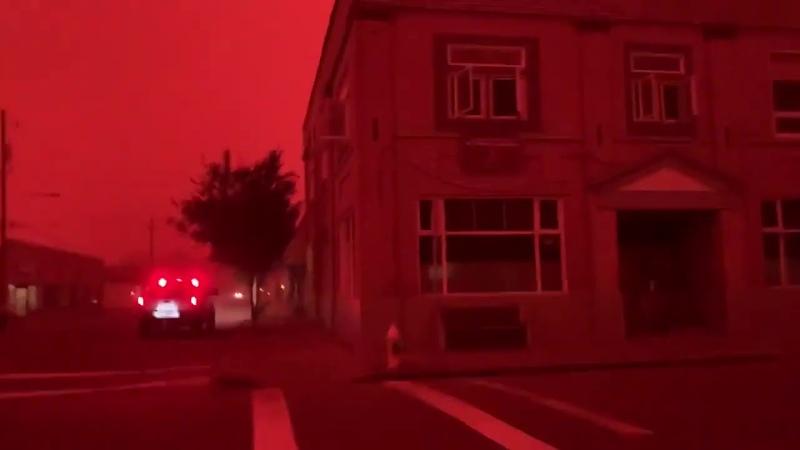 Нет это не фото с Марса Это лесные пожары в США окрасили штат Орегон в кроваво красный цвет