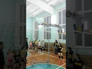 Муж сделал своими руками тренажер для волейбола