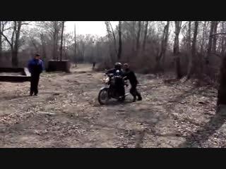 Подборка мото приколов на мотоциклах ИЖ - Uma seleção de piadas moto em motocicletas IZH.mp4