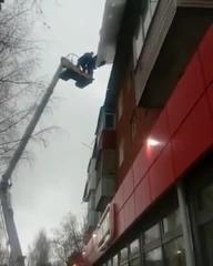 Сбили сосульку с крыши · #coub, #коуб