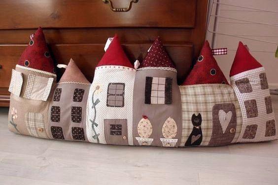 Симпатичные подушечки от сквозняка