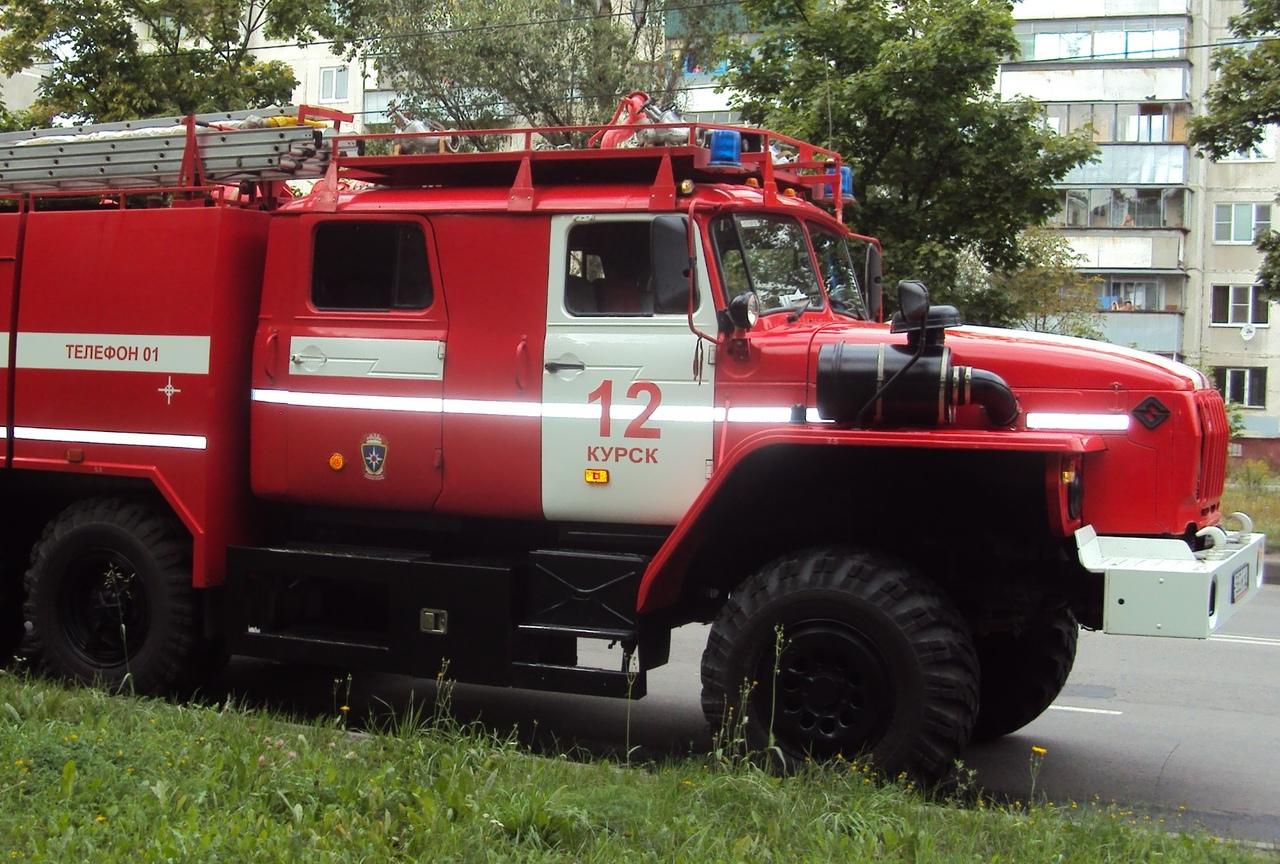 В Курске из горящей многоэтажки эвакуировали 14 человек и спасли одного