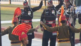INDIAN BSF Vs PAKISTAN Rangers Parade Ceremony at Wagah Attari Border