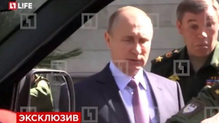 Владимир Путин не смог открыть дверь машины «УАЗ-Патриот»