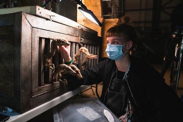Закадровые фото «Мира Юрского периода 3» Создатели отмечают, что соблюдают все меры ограничения, введенные из-за пандемии коронавируса.Будем надеяться, увидим новую часть серии в июне следующего