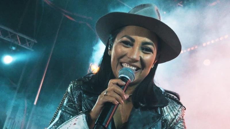 Andra - Iubirea E Un Refren (Official Video for Live Crunchy Tour)