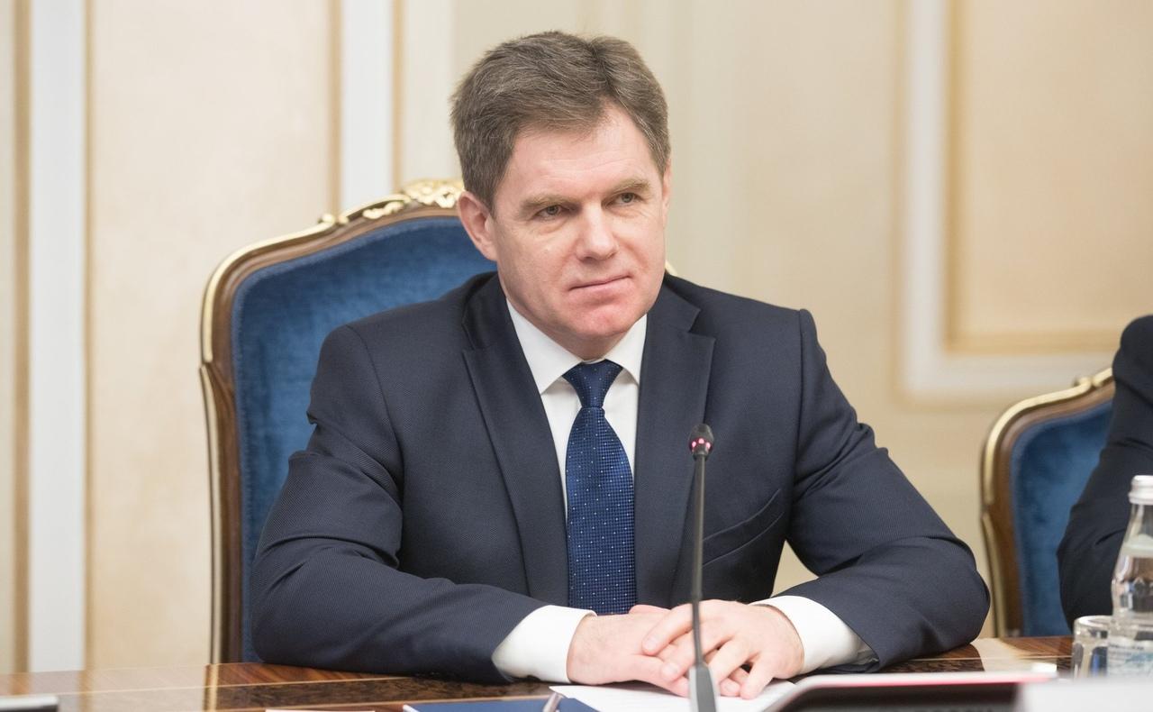 Петришенко рассказал о планах по повышению зарплат медикам и учителям