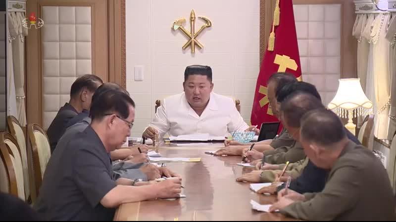 경애하는 최고령도자 김정은동지께서 태풍9호에 의한 자연재해복구전투조직을 위한 당중앙위원회 정무국 확대회의를 현지에서 소집하시고 피해지역을 돌아보시였다