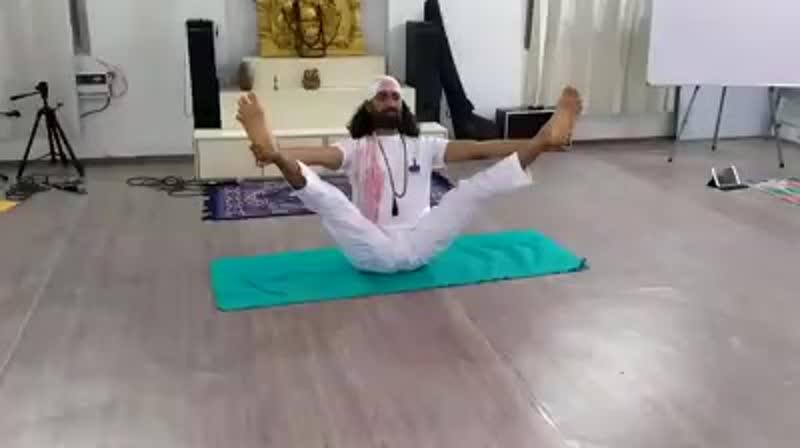 Практика хатха йоги с Йоги Динеш. Школа йоги