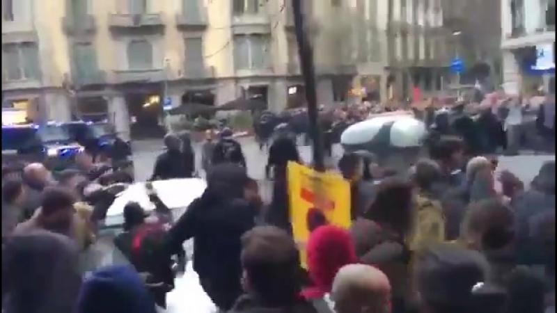 Barcelona - Zehntausende protestieren nach Festnahme von Puigdemont - Schüsse und Krawalle