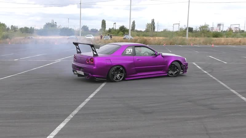 Залипательный танец фиолетовой бестии AvtoRush