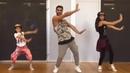 Папа танцует Зумбу с дочками!