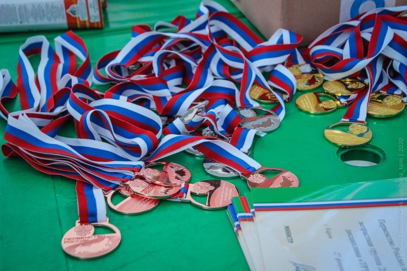 Главные отечественные ледолазные старты сезона финишировали в городе Кирове в минувшие выходные – чемпионат и первенство России по альпинизму. Всем было что доказывать и что терять…, изображение №108