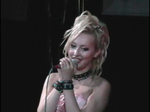 Блондинка Ксю 1 год группе Концерт в клубе Б 2 13 09 2005 год