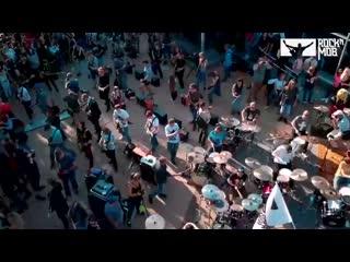 250 музыкантов сыграли в Москве песню Металлики 6AqPEUKWhqw