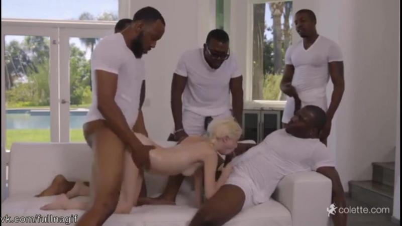 То самое порно с блондинкой и 5 неграми (минет big black cock gangbang