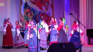Частушки исполняет детский образцовый ансамбль