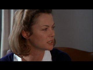 Пролетая над гнездом кукушки / One Flew Over the Cuckoo's Nest (1975) Сымитировав помешательство в надежде избежать тюремного заключения, Рэндл Патрик МакМерфи попадает в психиатрическую клинику, где почти безраздельным хозяином является жестокосердная сестра Милдред Рэтчед. МакМерфи поражается тому, что прочие пациенты смирились с существующим положением вещей, а некоторые — даже сознательно пришли в лечебницу, прячась от пугающего внешнего мира. И решается на бунт. В одиночку.