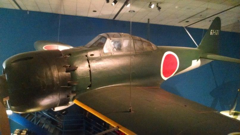 """Николай Дуров: Палубный истребитель A6M5 образца 1940 года, более известный как """"зеро"""". Годится для обложки альбома."""