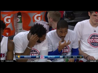 What is this mystery snack Spencer Dinwiddie is eating on the Pistons bench