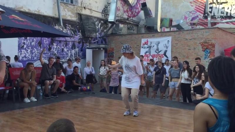 HOT FUNKY AmaRock vs Newcoma Hip Hop PRO 1 8