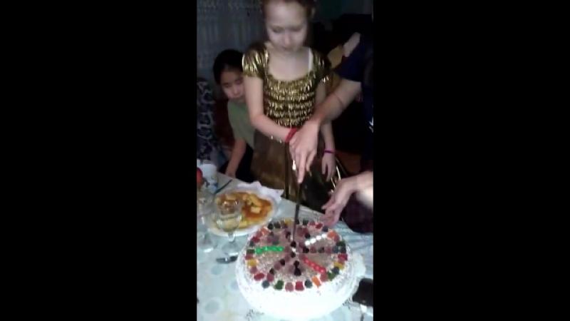 Скромно справили день рождения моей дочуни