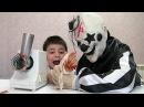 Киллер Клоун спас Ребёнка от Бешеной Мясорубки / Killer Clown VS Crazy Meat Grinder