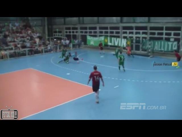 Goleiro dá chapéu, dribla, faz gol e rouba a cena em partida de futsal ESPN com br