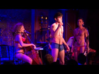 Amanda Bynes Tweets/ Unpretty/ Call Me Maybe Your Girlfriend- Wes Taylor & The Skivvies