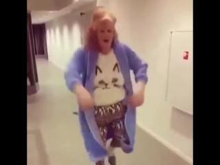 Бабуля - зажигалочка нереально жжет )