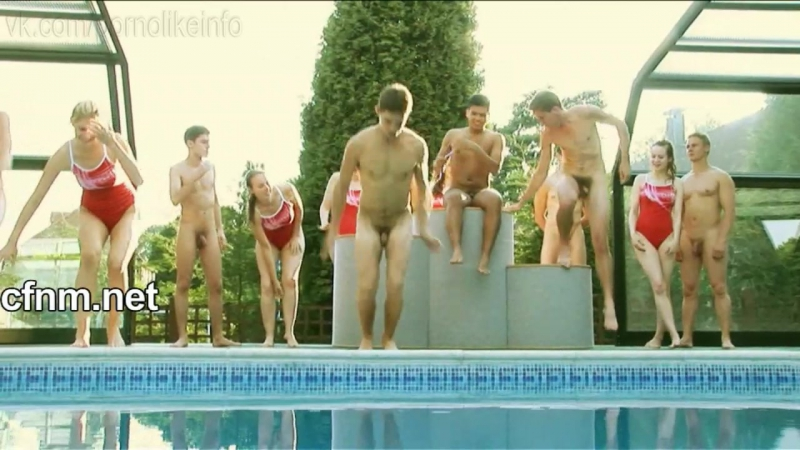 Порно Видео Одетые Девки Голый Парень