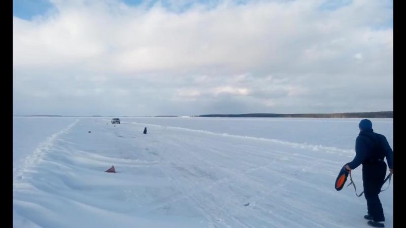 Хельхаус Застава против раллийного баллида на льду