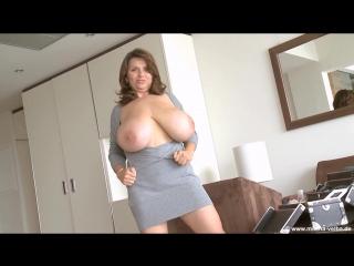 Busty-milf-in-a-grey-dress-plays-with-herself 1324500_1920x1080_4000k