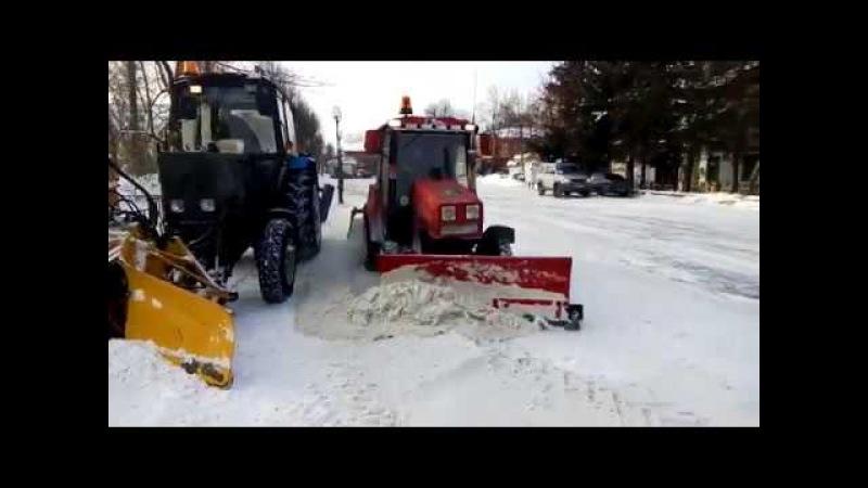 Уборка от снега пешеходной зоны п. Лотошино муниципальным предприятием Стандарт