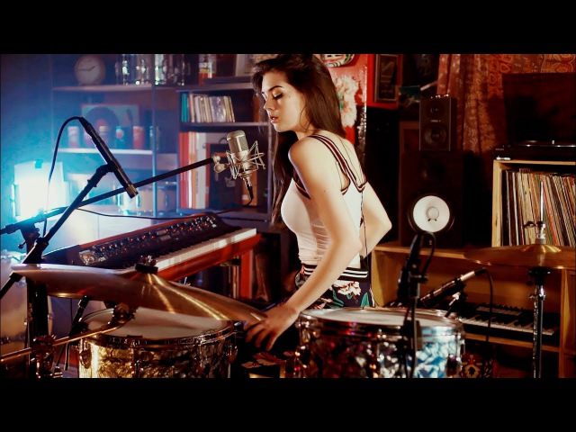 Foo Fighters Meets 70's Bobby Caldwell Live Looping Mashup by Elise Trouw