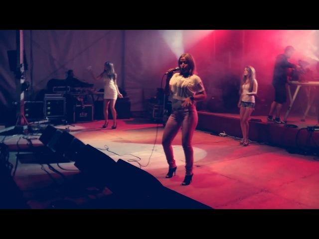 Italo Disco Victor Ark feat Daniela BACIA ME 80's Live Video Mix Neon Game Remix Hi NRG