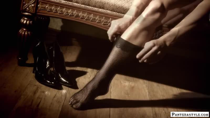Шикарные женские ножки в члуках на каблуках попка в чулках натянула чулки снимает чулки леггинсы