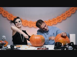 Люди пробуют карвинг на Хэллоуин