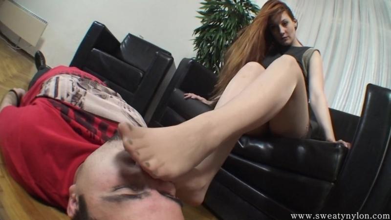 Нюхай мои ноги раб